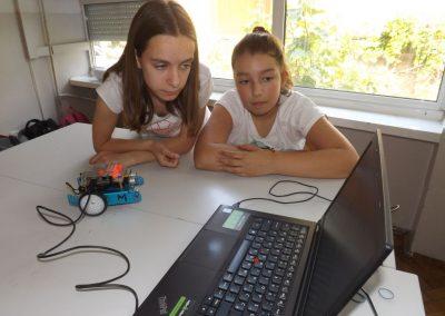 STEM auto nastavlja turneju po Dalmaciji, velik postotak djevojčica na STEM radionicama